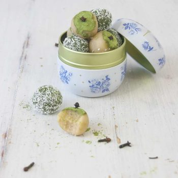Amygdalota (almond truffles) with matcha